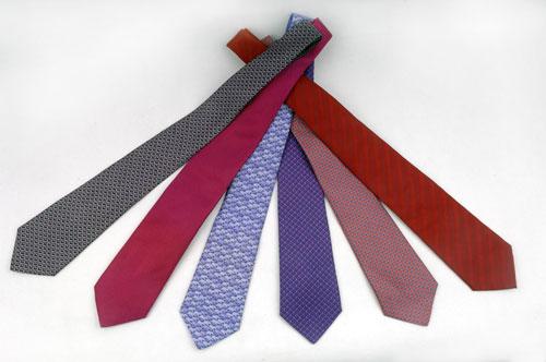 Kravat Renklerine Dikkat Etmek Gerekir